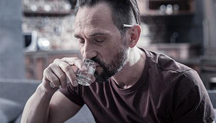 Причины для обращения к наркологу – Алковит